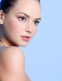 Belle jeune fille de l'adolescence avec la peau propre Image libre de droits