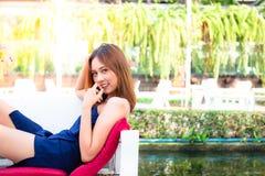 Belle jeune fille de verticale photographie stock libre de droits