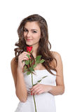 Belle jeune fille posant avec une rose Images libres de droits