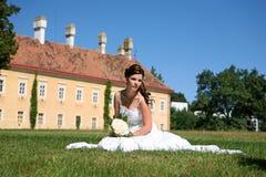 Belle jeune mariée images stock