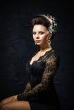 Belle jeune mariée avec la coiffure de mariage de mode Images libres de droits