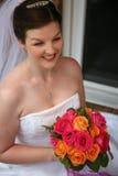 Belle jeune mariée avec le bouquet Images libres de droits