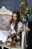 Belle jeune mariée avec un bouquet des succulents Photo libre de droits