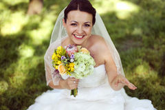 Belle jeune mariée dans son jour du mariage Photo libre de droits