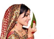 Belle jeune mariée indienne pendant la cérémonie de mariage Images stock