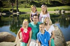 Belle jeune verticale de famille Images libres de droits