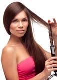 Belle jolie fille faisant la coiffure Photos libres de droits