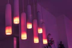 BELLE LAMPE POURPRE DE TOIT Photographie stock