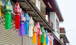 Belle lanterne di carta variopinte fotografia stock libera da diritti
