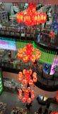 Belle lanterne rouge au centre commercial photo libre de droits