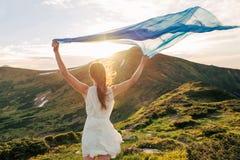 Belle liberté de sensation de femme et apprécier la nature Photo libre de droits