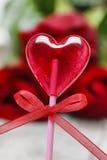 Belle lucette rouge dans la forme de coeur. Symbole de l'amour doux Image stock