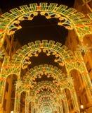 Belle luci notturne nel fest di Fallas di Valencia nel calle Sueca Fotografie Stock Libere da Diritti