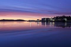 Belle lumière de matin à la côte de la Norvège photographie stock libre de droits