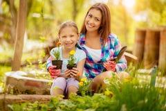 Belle madre e figlia immagini stock libere da diritti