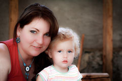 Belle madre e figlia Fotografie Stock Libere da Diritti