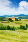 Belle maison dans le paysage de la Toscane, Italie Images libres de droits