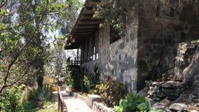 Belle maison dans les montagnes du Pérou photos libres de droits