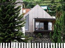 Belle maison en bois moderne dans Dalat, Vietnam image stock