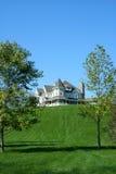 Belle maison sur une côte Photo libre de droits