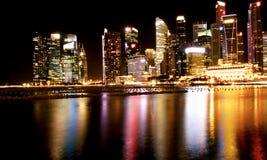Belle manière illuminating Singapour de marina Photographie stock libre de droits