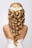 Belle mariée avec la coiffure de mariage de mode Images stock