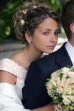 Belle mariée avec le mari images stock