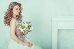 Belle mariée dans la robe de mariage Image libre de droits