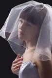 Belle mariée de brunette sur le fond noir Images stock