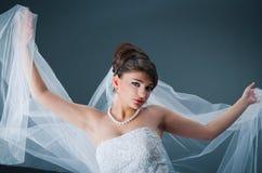 Belle mariée dans le studio Photos libres de droits