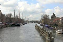 Belle marina de rivière à la ville de Muiden, Pays-Bas images libres de droits