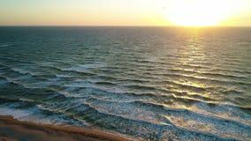 Belle mer au lever de soleil banque de vidéos