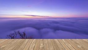 Belle mer de brume sur Poo Chee Fah, Chaingrai, Thaïlande photos libres de droits
