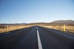Belle montagne con il cielo drammatico lungo il raccordo anulare, itinerario fotografia stock libera da diritti