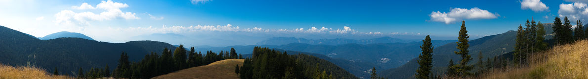 belle montagne d'horizontal d'automne Photographie stock libre de droits