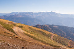 Belle montagne di Caucaso occidentali in autunno Fotografie Stock Libere da Diritti