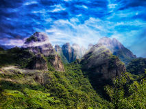 Belle montagne e nuvole di miracolo Fotografia Stock
