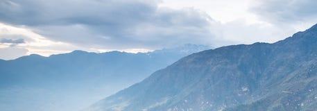Belle montagne snow-capped Fotografia Stock Libera da Diritti