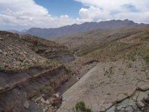 Belle montagne variopinte Cordigliera de los frailes in Bolivia Immagine Stock