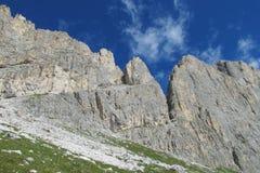 Belle montagne verdi e rocciose Fotografie Stock