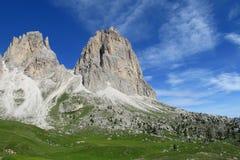 Belle montagne verdi e rocciose Fotografie Stock Libere da Diritti