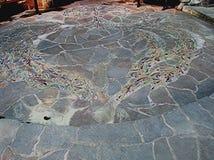 Belle mosaïque conçue artistique devant l'entrée à Hall universel à la Communauté de Findhorn, Ecosse Photographie stock libre de droits