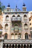 Belle mosquée avec les dômes bleus et les modèles géométriques Image stock