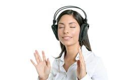 Belle musique d'audition de femme d'affaires de brunette Images stock