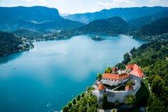Belle nature de la Slovénie - lac de station de vacances saigné Photographie stock libre de droits