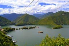 Belle nature pittoresque de lac Photographie stock