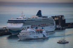 Belle navi e fodere di crociera Immagine Stock