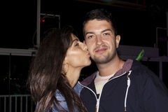 Belle nuit de baiser de couples  Photo stock