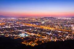 Belle nuit du centre de Séoul de la Corée avec la tour de Séoul après s Photo libre de droits