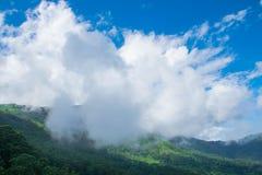 Belle nuvole nelle valli di Ooty, India Immagine Stock